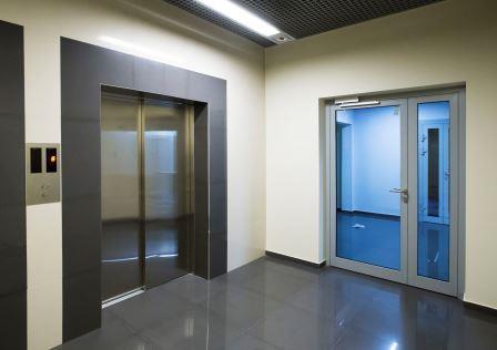 protivopojarnye-dveri-v-holle
